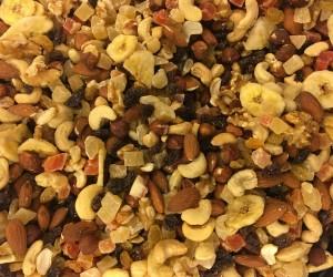 Nut_and-fruit_mixes_DEN_LILLE_NOTTEFABRIKKEN_Norway_Naturblanding_rosiner_torket_frukt_naturlige_notterr_(paranotter_mandler_valnotter)_og_torrostede_cashewnotter_2017.jpg